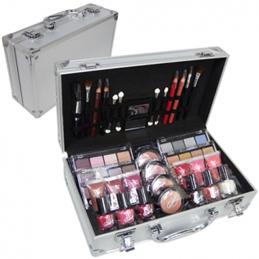 Mallette de maquillage en alu et m tal chrom assortiment - Mallette de maquillage pas cher ...